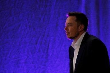 """Provocazione Musk: """"Auto con volante? Fra 20 anni come avere cavallo"""""""