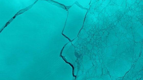 Antartide, il gigantesco iceberg si sta già rompendo
