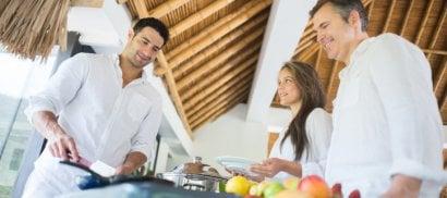 Vacanze, buffet da 5mila calorie   al giorno: i rischi 'all inclusive'
