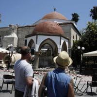 Turchia e Grecia, crolli e allagamenti: la lunga notte del terremoto