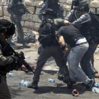 Israele vieta l'accesso alla Spianata delle moschee a under 50: ucciso un palestinese