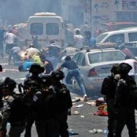 Gerusalemme, scontri alla Spianata delle moschee: tre palestinesi uccisi. Tre israeliani...