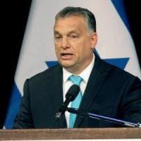 """Migranti, dopo l'Austria ecco Orban. """"Italia chiuda i porti"""". Gentiloni: """"Non accettiamo..."""