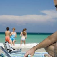 La vacanza può attendere: tra email e foto social non stacchiamo mai