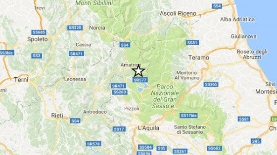 """Centro Italia, Scossa del 4.2 nella notte. Epicentro tra Campotosto (Aq) e Amatrice. Pirozzi: """"Restiamo qui"""""""