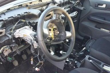 """""""Scheggia di ferro nel collo"""": nuova vittima per l'airbag Takata"""