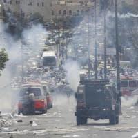 """Gerusalemme, il Papa: """"Appello a moderazione e dialogo"""". Blitz in Cisgiordania, Israele..."""
