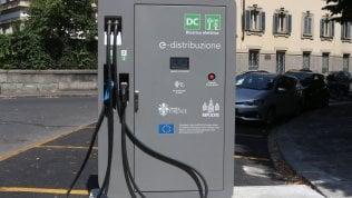Rivoluzione auto elettriche:arriva la ricarica in autostrada