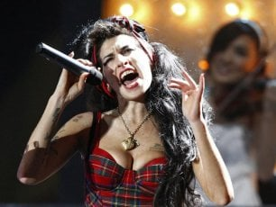 Amy Winehouse, sei anni fa la morte di un talento tormentato
