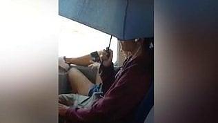 Piove dal condizionatore d'ariaSul treno si viaggia con l'ombrello