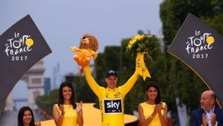 Parigi incorona Chris Froome:per la quarta volta vince il Tour.Poi Uran e Bardet, Aru quinto