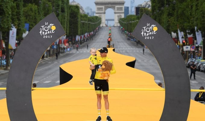 Tour de France, Parigi incorona Froome. Volata finale a Groenewegen