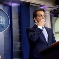 Usa, Scaramucci cancella i vecchi tweet: definiva Trump