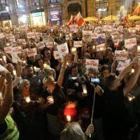 Polonia, la marcia delle candele contro la riforma della Corte Suprema