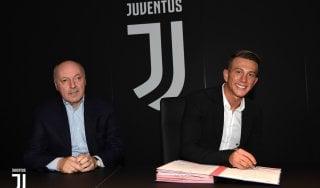 Juventus, che festa per Bernardeschi. I tifosi: ''Dategli la numero 10''