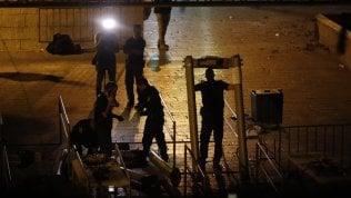 Israele sceglie la linea morbida:dalla spianata delle Moscheerimossi i metal detector · video