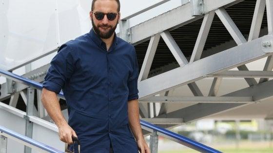 "Juventus, Higuain blocca Dybala: ""Deve restare con noi"""