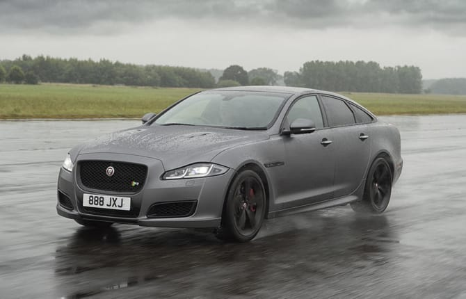 Jaguar XJ, tutto in 44 secondi
