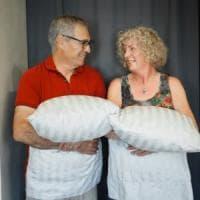 Airbnb, coppia di pensionati da record: mille notti nelle case degli altri