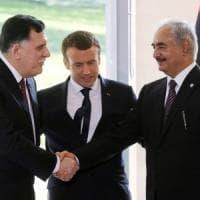Libia, Macron annuncia l'accordo tra Serraj e Haftar: cessate il fuoco ed
