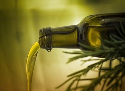 Olio extravergine, per l'oro liquido italiano è allarme rosso: