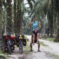 Il diario di Chiara e Riccardo, 18 mila km fino a Singapore in bici contro
