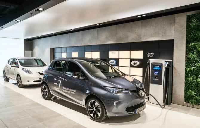 Solo auto elettriche, apre il primo showroom inglese