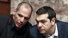 Tsipras-Varoufakis, volano gli stracci.