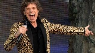 """Mick Jagger, rock e politica:in due brani senza gli Stonesla Brexit e il """"mondo sottosopra"""""""