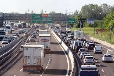 Incidenti stradali, meno vittime ma è allarme per scooter e ciclisti