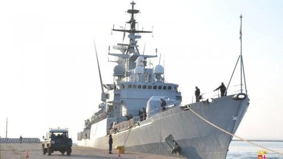 Navi italiane in Libia, via libera all'uso della forza se gli scafisti attaccano