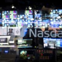 Vendite sulle Borse, pesano i titoli tech. Stop al rialzo del petrolio