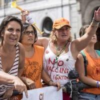 Vaccini, tre deputati Pd aggrediti da manifestanti no-vax a Montecitorio
