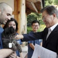 Sud Corea, il presidente adotta un cane scampato alla macellazione