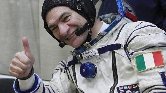 """La Soyuz è partita, così Nespoli torna nello spazio. Il saluto all'Italia dalla Sazione spaziale: """"Quassu per voi"""""""