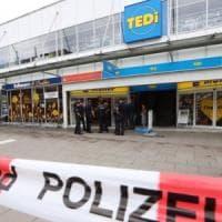 Amburgo, attacco in supermarket: un morto. Arrestato l'aggressore, gridava 'Allahu akbar'