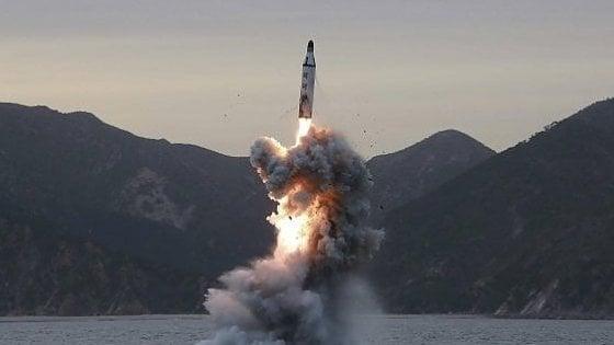 Corea del Nord, nuovo lancio di missile intercontinentale. Subito esercitazioni congiunte Usa-Seul