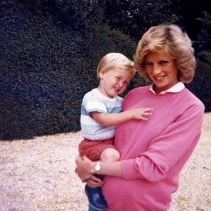 """Lady Diana, le rivelazioni shock dai nastri con la sua voce: """"Così affrontai Carlo per la sua amante"""""""