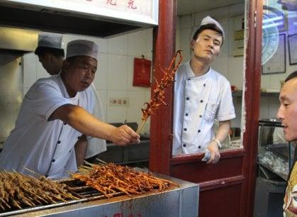I mille sapori (anche estremi) dello street food di Pechino