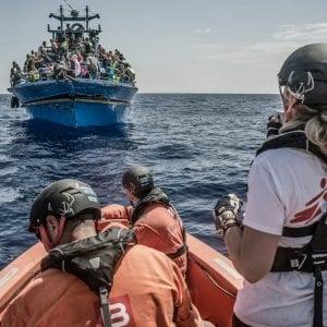 Migranti, Ue: porti italiani non garantiti alle ong che non firmano il codice