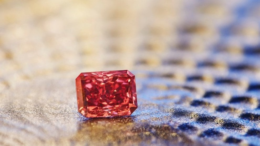 Australia, trovato rarissimo diamante rosso: in vendita a partire da 10 milioni di dollari