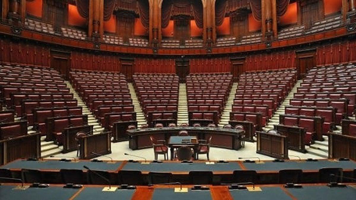 La politica chiude per ferie per camera e senato 40 for Tv camera deputati