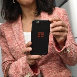 """Cellulari, con le offerte """"segrete"""" torna la guerra dei prezzi tra gli operatori"""