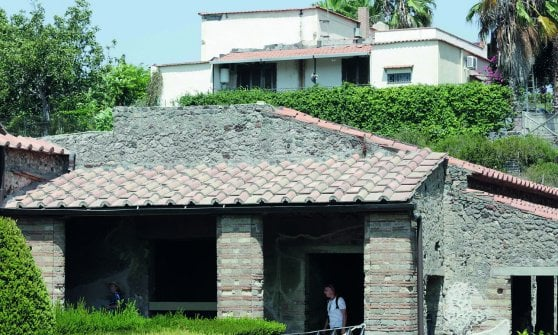 Villette e bed and breakfast  a 200 metri dagli scavi il cemento assedia Pompei