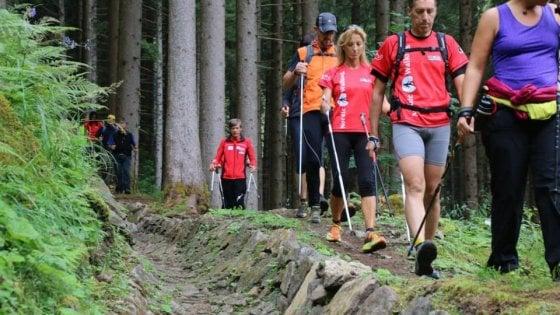 Nordic walking, tutti i benefici del cammino contro il tumore
