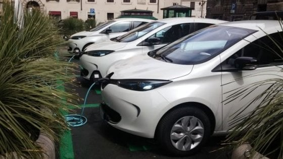 Commissione Affari costituzionali, auto elettriche nella Pa: mancano i fondi per le ricariche, slitta pdl