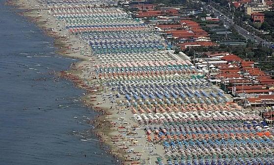 Agosto, vacanze per 21 milioni di italiani. E uno su due prenota in rete