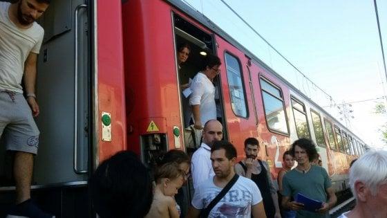 """Treno Milano-Marsiglia, 500 bloccati per ore senza aria condizionata. """"La gente dai palazzi ci lanciava acqua"""""""