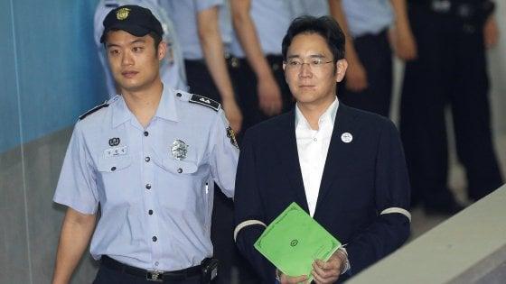 Corea del Sud,  procura chiede 12 anni di carcere per erede Samsung