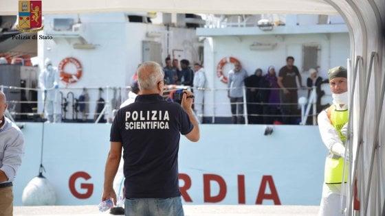 """Migranti, il Colle e Gentiloni 'blindano' Minniti: """"Grande lavoro e risultati"""""""